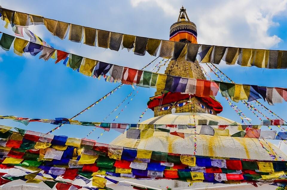 Bouddhanath – de grote witte stoepa en duizenden gebedsvlagjes