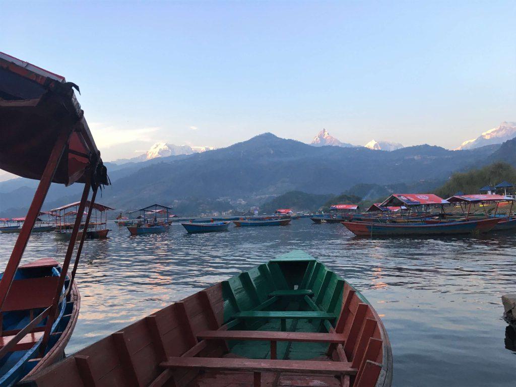 Pokhara – Phewa lake, boottocht bij zonsondergang
