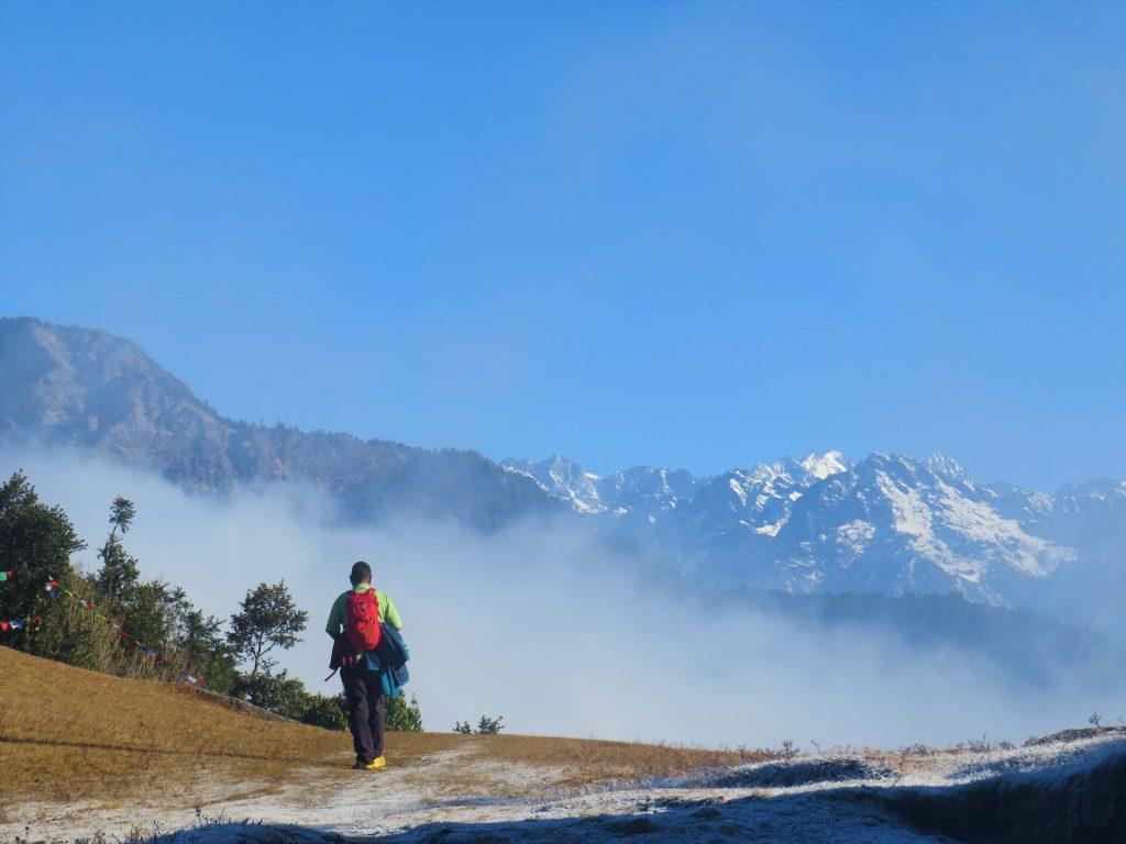 Helambu trekking – wandelen met zicht op de bergen