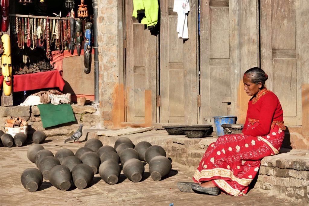 Hoogtepuntenreis – Bhaktapur – drogende potten in Pottery Square in de pottenbakkersstad Bhaktapur