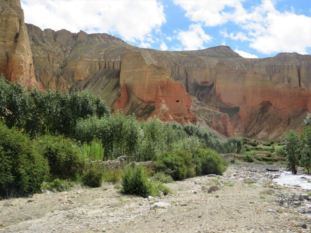 Upper Mustang trekking – prachtige kleurschakeringen in de rotsen tijdens de trekking