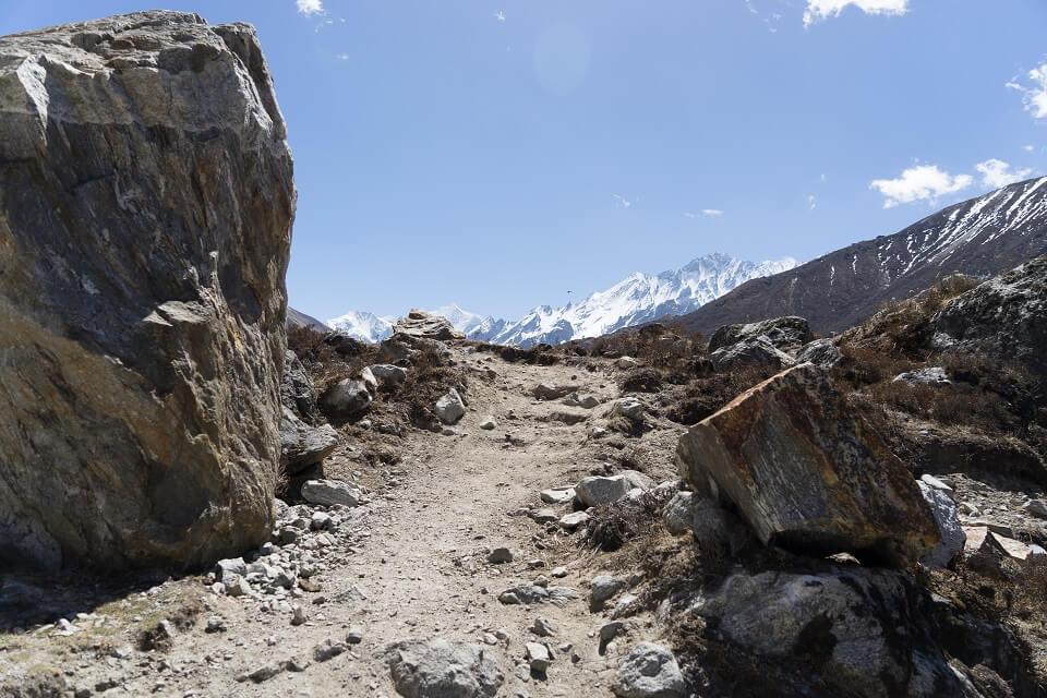 Langtang vallei trekking – een wandelpad tijdens de trekking