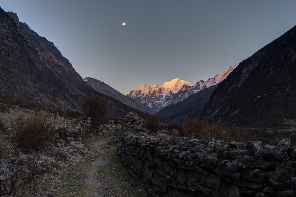 Langtang vallei trekking – zonsondergang in de Himalayas