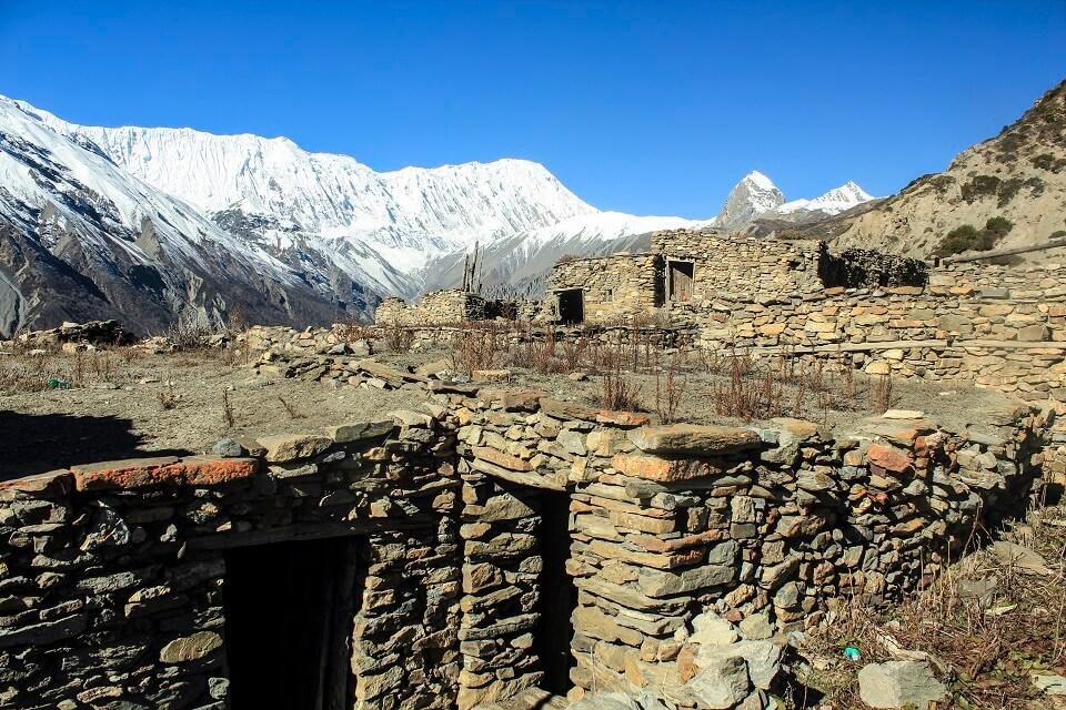 Manaslu met Tsum vallei trek – de Himalayas achter een oud bergdorpje